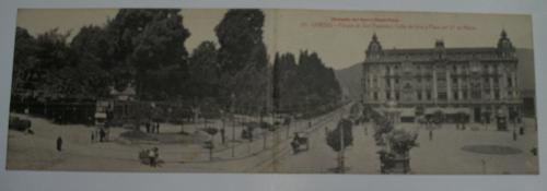 Antigua postal doble. Old post card. Nº 25 - OVIEDO - Parque de San Francisco, Calle de Uría y Plaza del 27 de Mayo. Obsequio del Nuevo Hotel París.