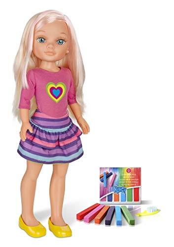 Nancy - Un día haciendo mechas, muñeca con tizas de colores para pintar el pelo y hacer peinados originales, incluye accesorios como un peine y coleteros, regalo para niños y niñas, FAMOSA (700013865)